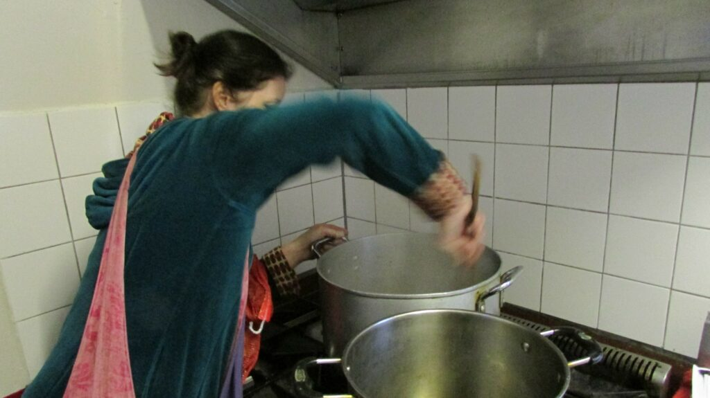 Kate helps refugees through cookery